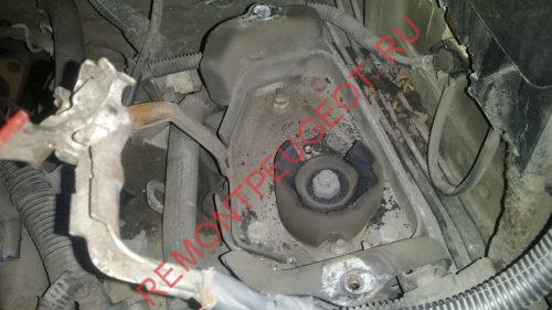 порвалась подушка (опора) двигателя