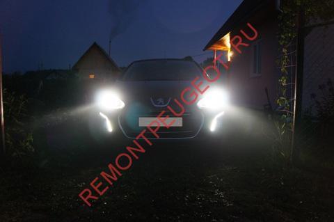 Замена лампы ближнего света в Peugeot